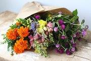 Требуются флористы-оформители, технологи тепличных хозяйств, агрономы.
